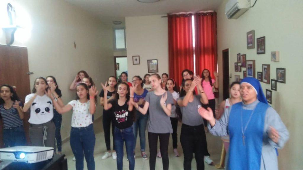 معسكر للفتيات في غزة – فلسطين