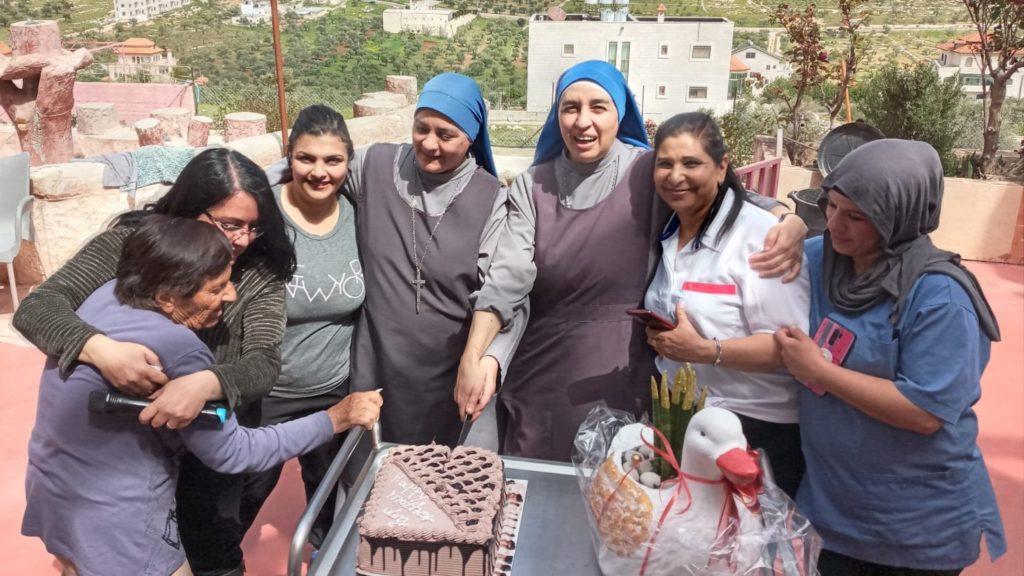 عيد الام في دار كبار السن في الطيبة – فلسطين